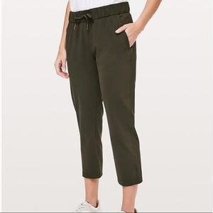NWT lululemon on the fly crop woven